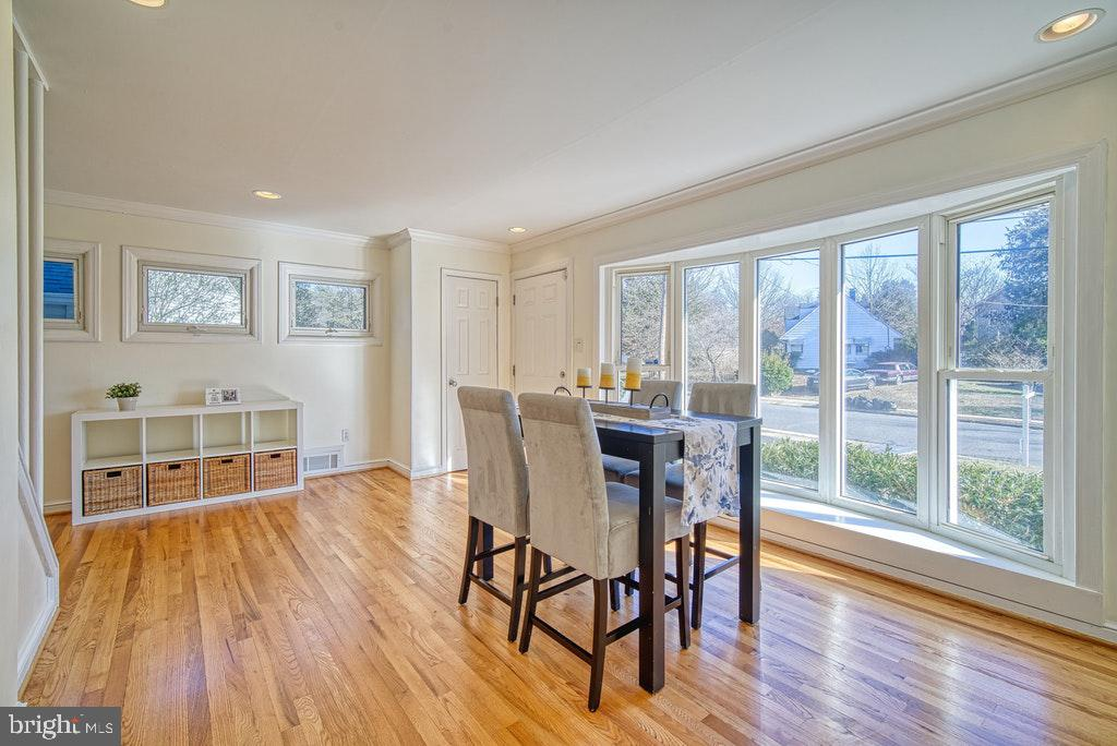 Bright and sunny! - 2102 DARTMOUTH DR, ALEXANDRIA