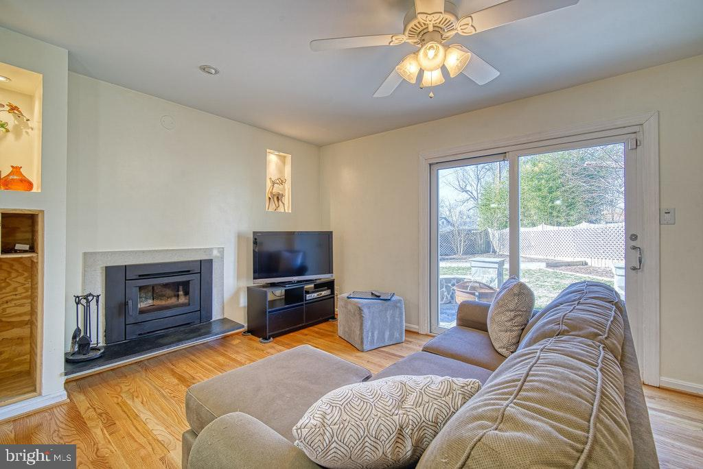 Open to family room - 2102 DARTMOUTH DR, ALEXANDRIA