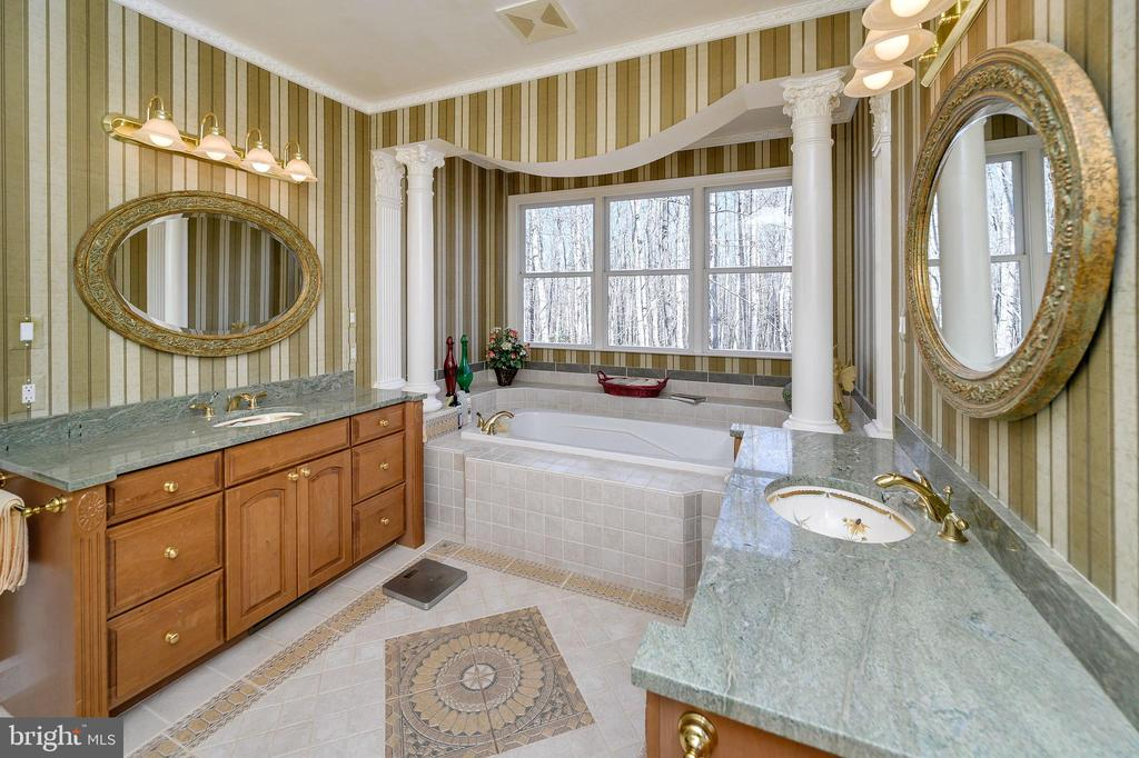 Ensuite w/Granite Countertops, Imported Wallpaper. - 6142 WALKER'S HOLLOW WAY, LOCUST GROVE