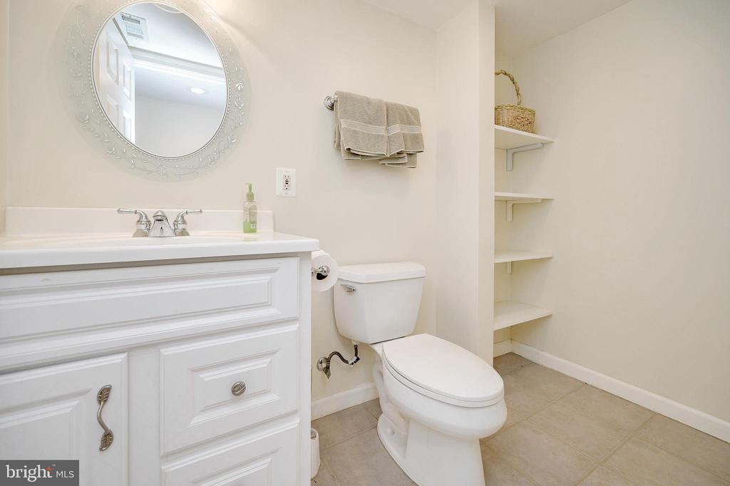 Half Bath... - 6142 WALKER'S HOLLOW WAY, LOCUST GROVE