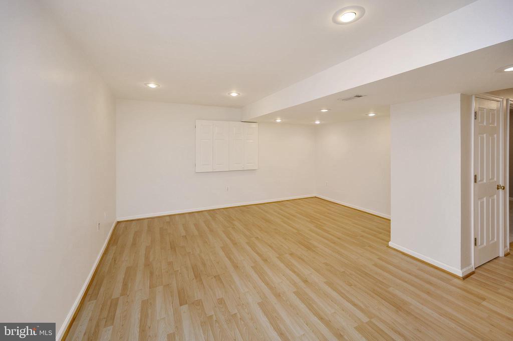 Living Room.... - 6142 WALKER'S HOLLOW WAY, LOCUST GROVE