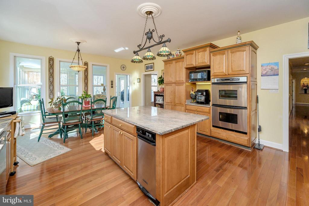 Kitchen opens to Breakfast Nook & Sunroom.... - 6142 WALKER'S HOLLOW WAY, LOCUST GROVE