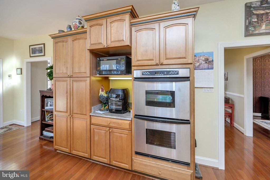 Dacor Double Wall Oven & Quality Cabinets... - 6142 WALKER'S HOLLOW WAY, LOCUST GROVE