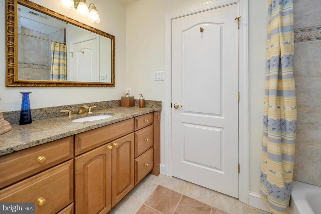 Guest Bathroom - 6142 WALKER'S HOLLOW WAY, LOCUST GROVE
