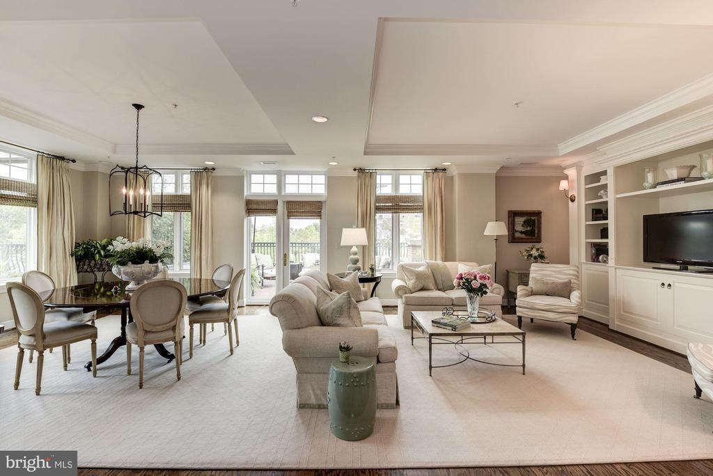 Living/ Dining Room - 7405 ARLINGTON RD #402, BETHESDA