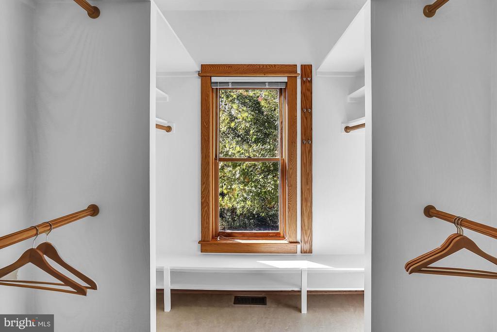 Master Closet - 12606 TRILLIUM GLEN LN, LOVETTSVILLE