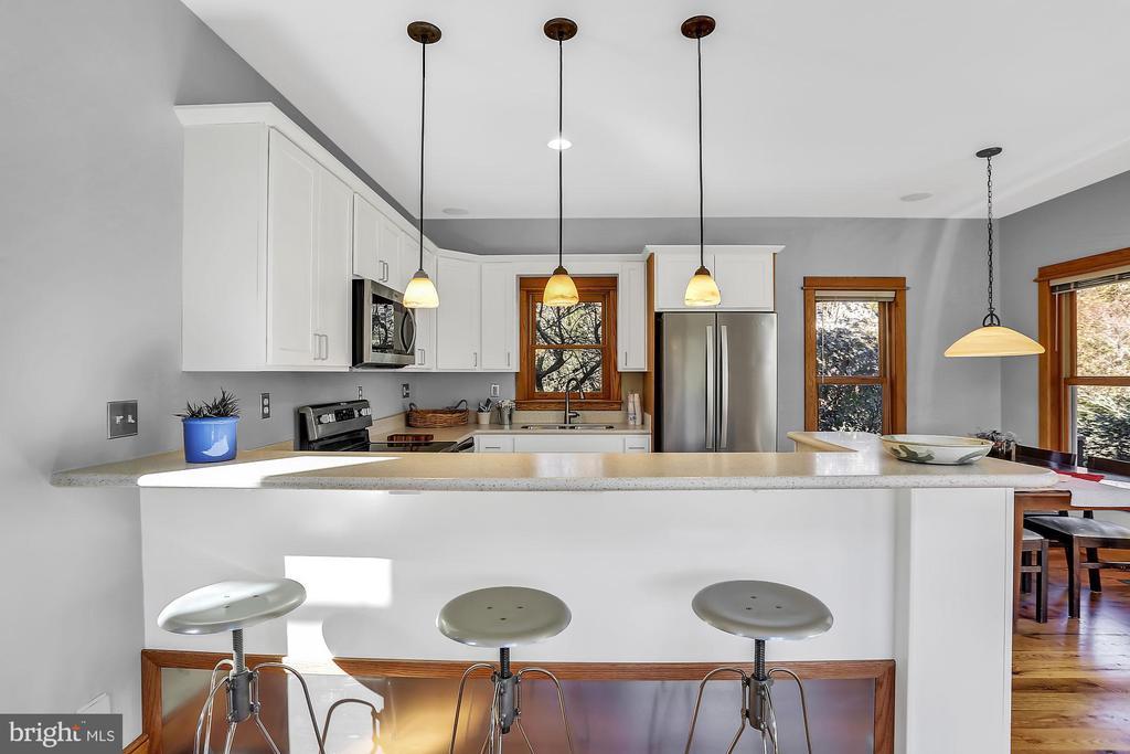 Completely renovated kitchen - 12606 TRILLIUM GLEN LN, LOVETTSVILLE