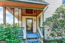 Covered porch entry protects from the elements - 12606 TRILLIUM GLEN LN, LOVETTSVILLE