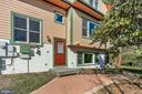 Bsmt Private Entrance -Makes a great rental income - 12606 TRILLIUM GLEN LN, LOVETTSVILLE