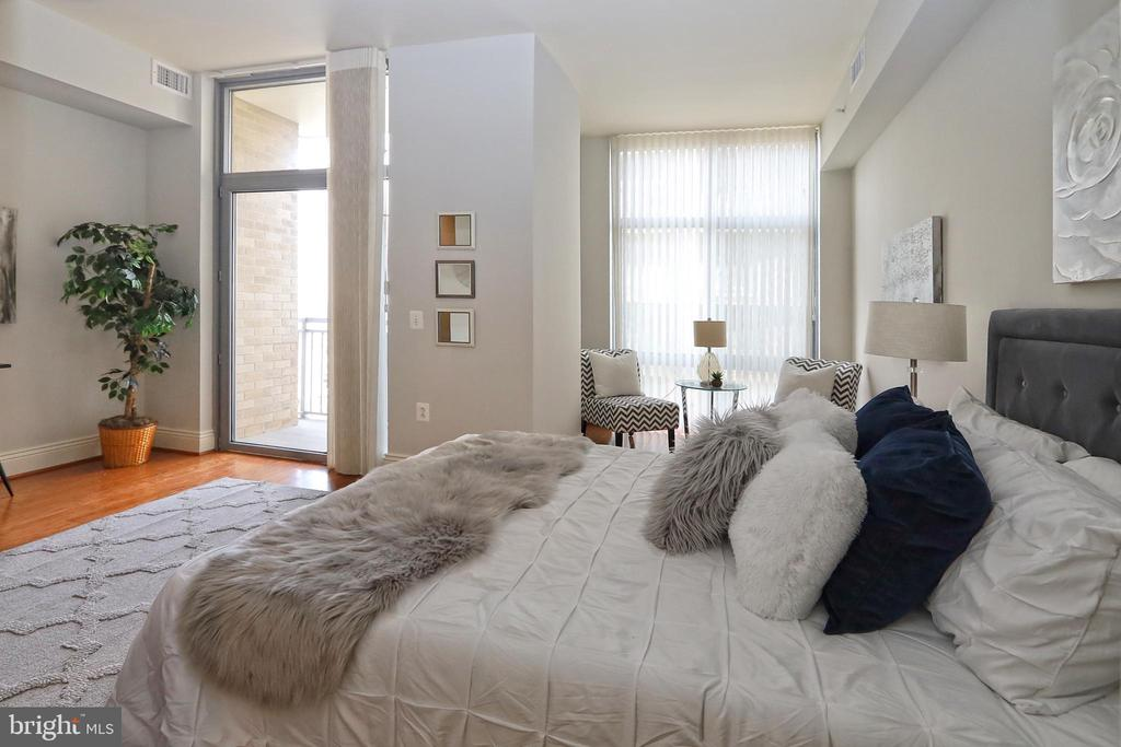 Custom window treatments in master suite - 11990 MARKET ST #1914, RESTON