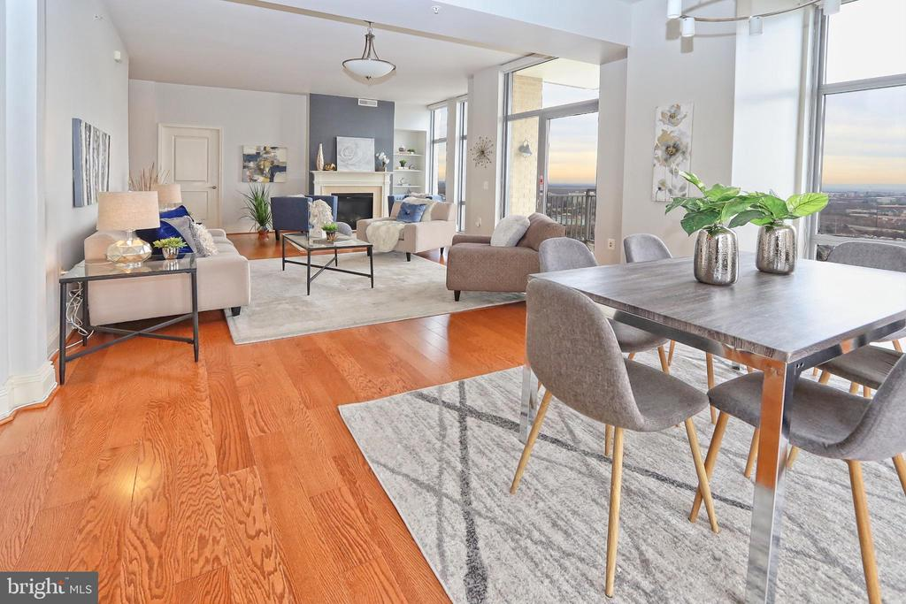 Dining and living areas are ideal for entertaining - 11990 MARKET ST #1914, RESTON