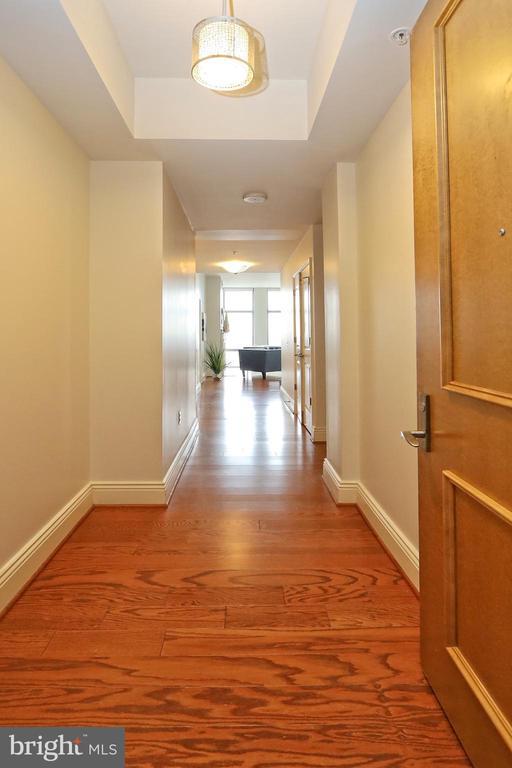 Beautiful wood floors throughout - 11990 MARKET ST #1914, RESTON