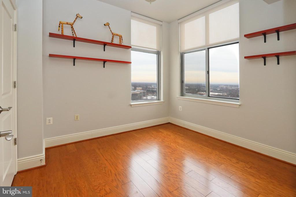 Bedroom 3/den also offers a closet and great light - 11990 MARKET ST #1914, RESTON