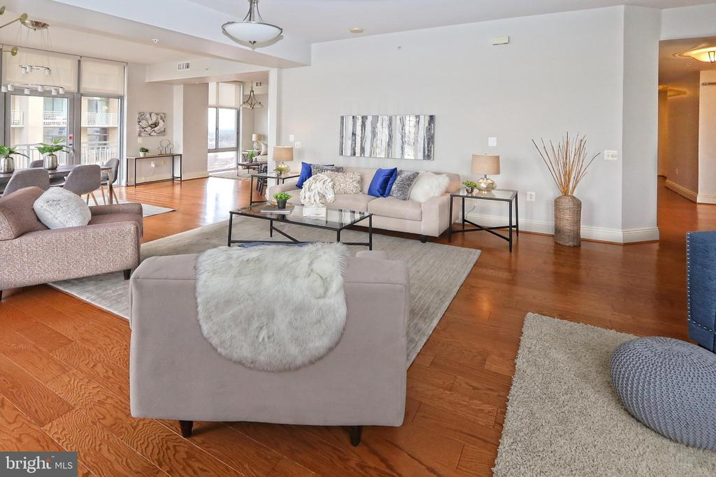 High ceilings and loads of light - 11990 MARKET ST #1914, RESTON