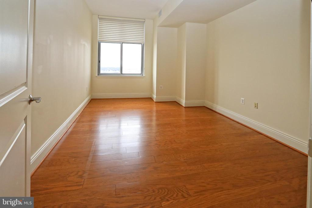 Bedroom 2 also has a large walk-in closet - 11990 MARKET ST #1914, RESTON