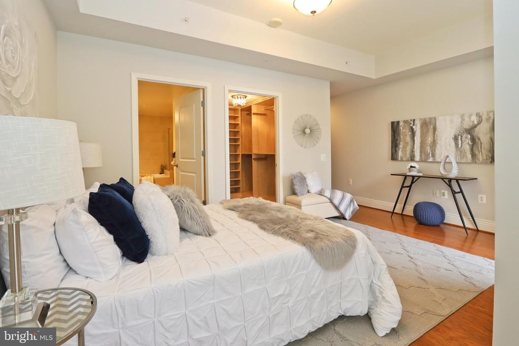 Master bedroom suite - 11990 MARKET ST #1914, RESTON