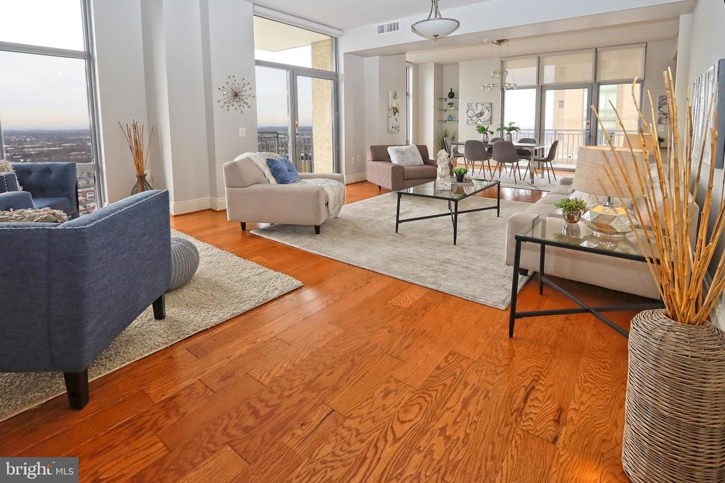 Spacious entertainment areas surrounded by glass - 11990 MARKET ST #1914, RESTON