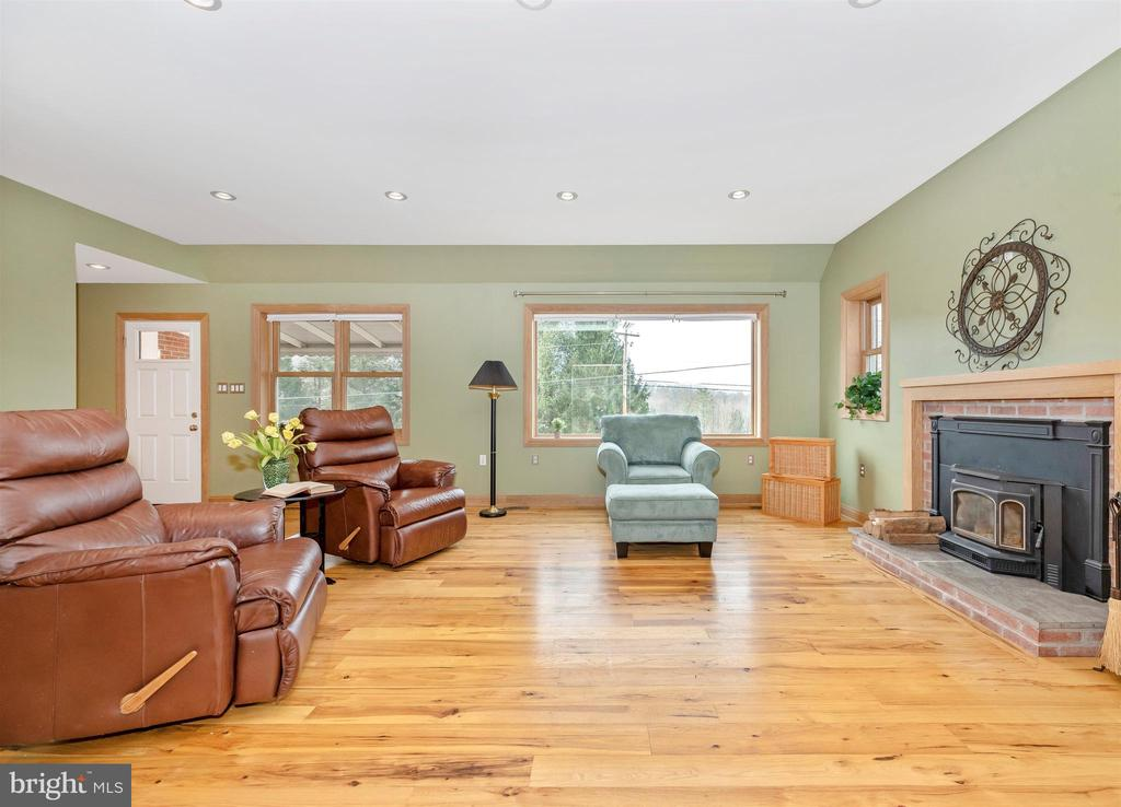 The FP insert adds extra warmth and ambience - 2805 THURSTON RD, URBANA