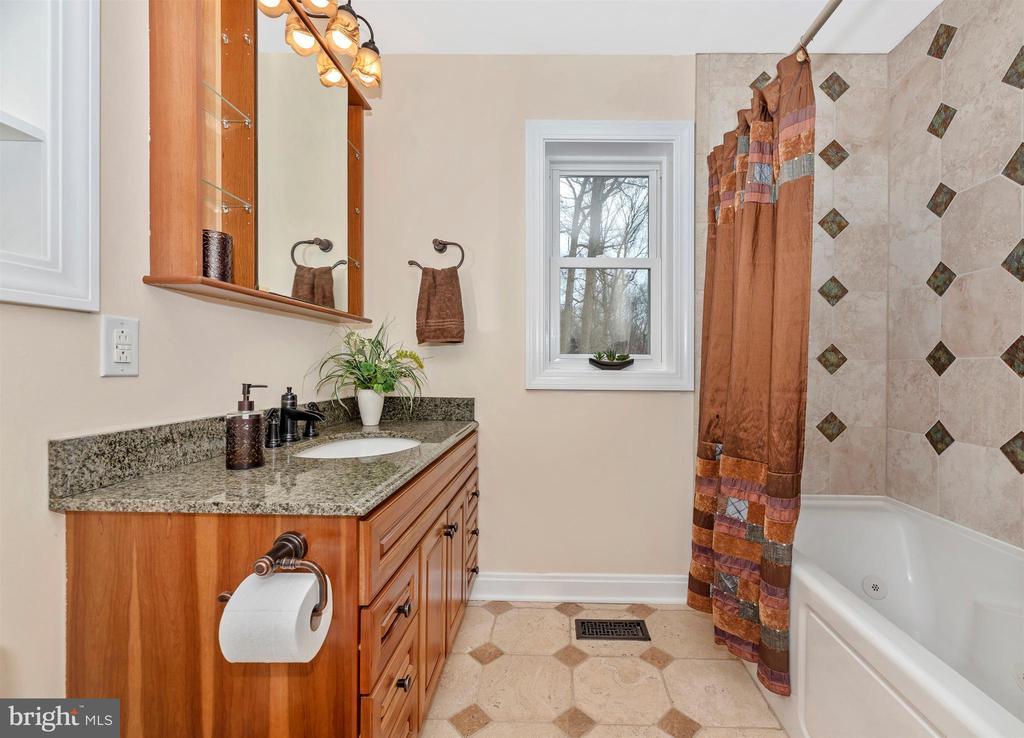 This bath includes heated floors - 2805 THURSTON RD, URBANA