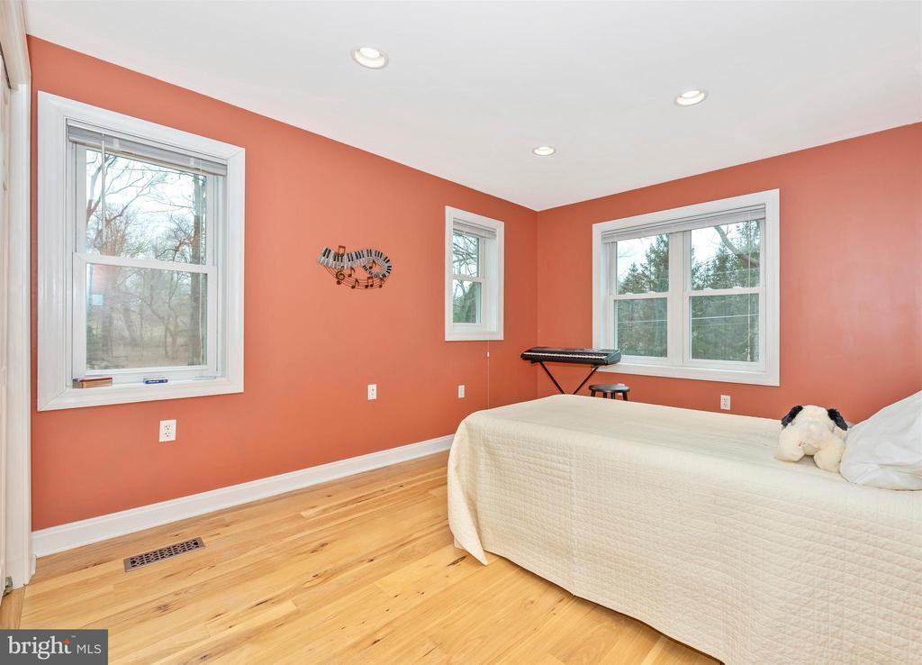 Bedroom 2 - 2805 THURSTON RD, URBANA