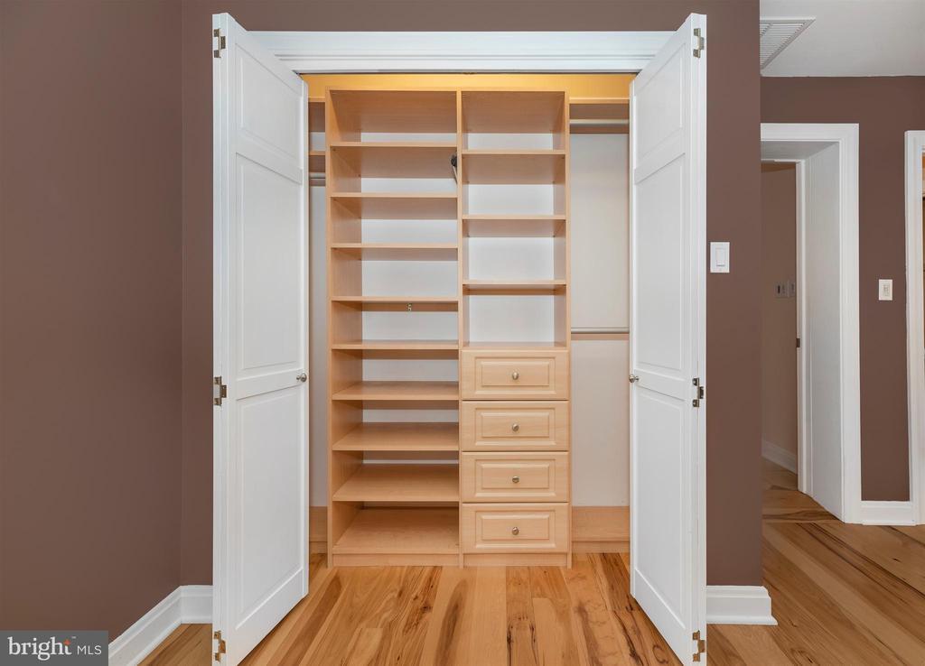 Additional closet organizers - 2805 THURSTON RD, URBANA