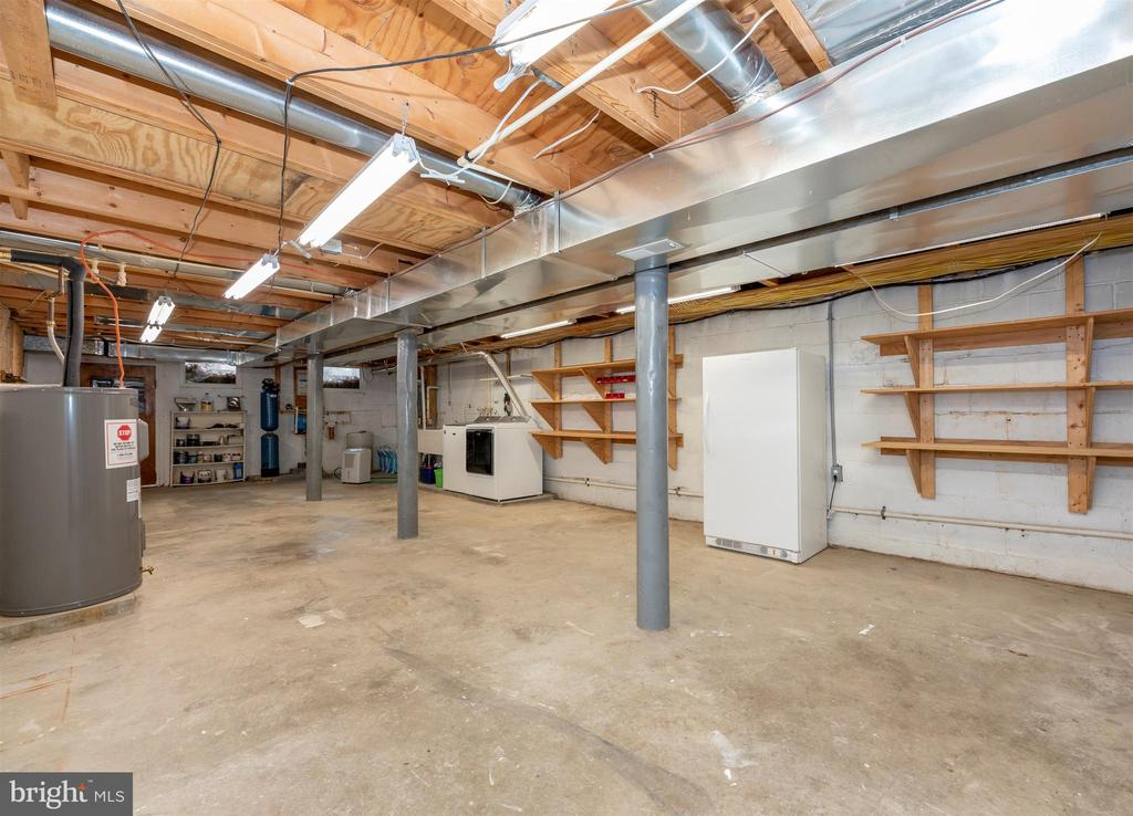 Lots of room in the basement - 2805 THURSTON RD, URBANA