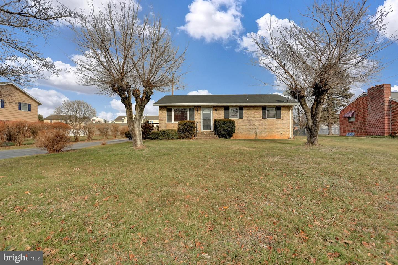 Single Family Homes för Hyra vid 413 CATHARINE STREET Greencastle, Pennsylvania 17225 Förenta staterna