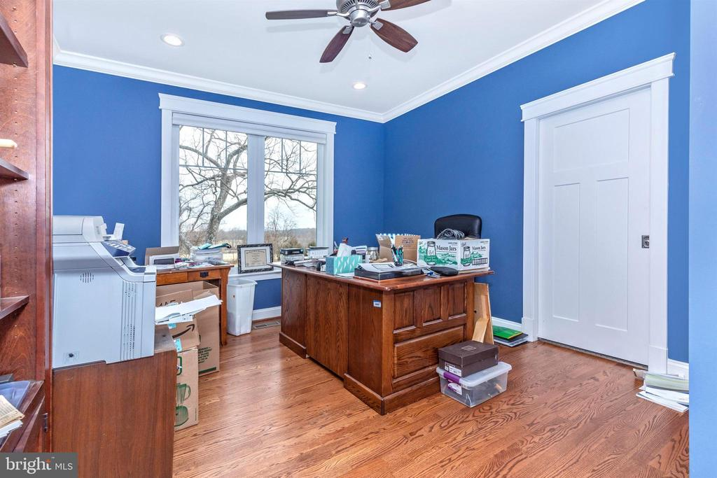 Office could be used as bedroom, has full bath. - 1504 MARKER RD, MIDDLETOWN
