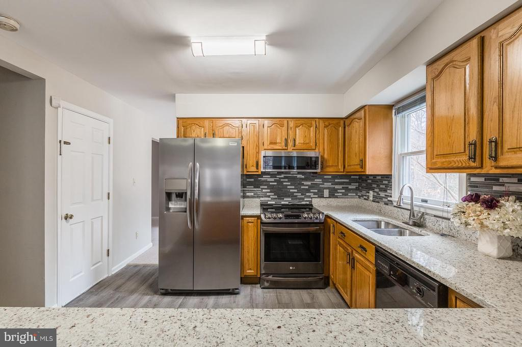 New Appliances, Counters, and Floors - 135 LADY JANE LN, FREDERICKSBURG