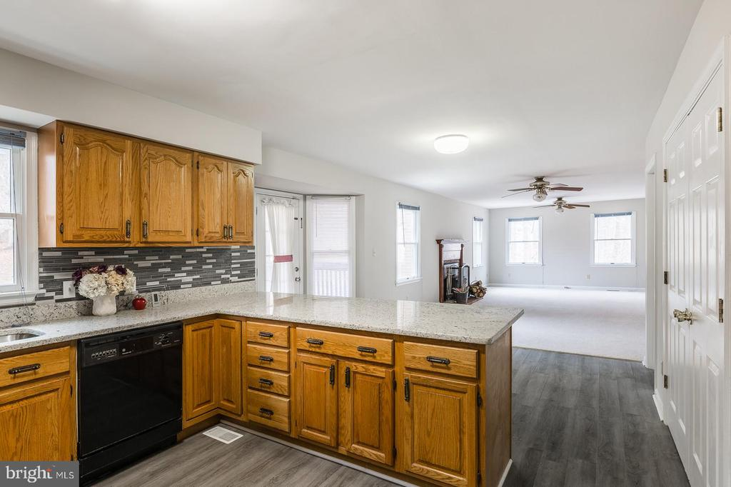Great Space For Entertaining - 135 LADY JANE LN, FREDERICKSBURG
