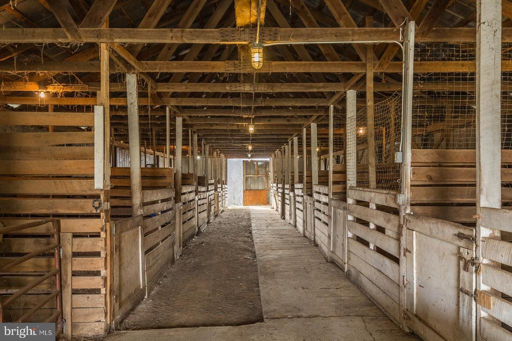 15 Stall Stables For Your Horses - 135 LADY JANE LN, FREDERICKSBURG