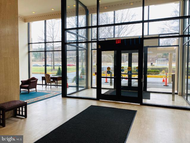 Lobby Entry - 1300 ARMY NAVY DR #105, ARLINGTON