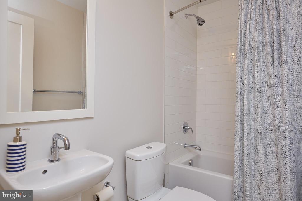 Lower Level Full Bathroom - 419 GUETHLER'S WAY SE, WASHINGTON