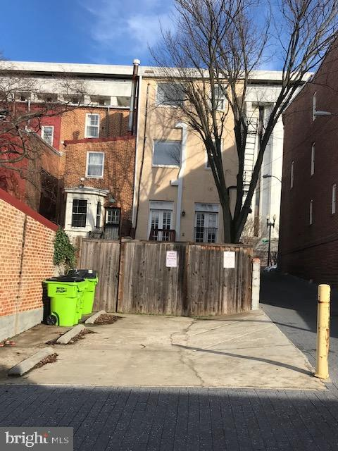 Parking for 3 cars - 131 C ST SE, WASHINGTON