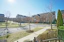 Beautiful neighborhood green space with sidewalks - 647 WHETSTONE GLEN ST, GAITHERSBURG