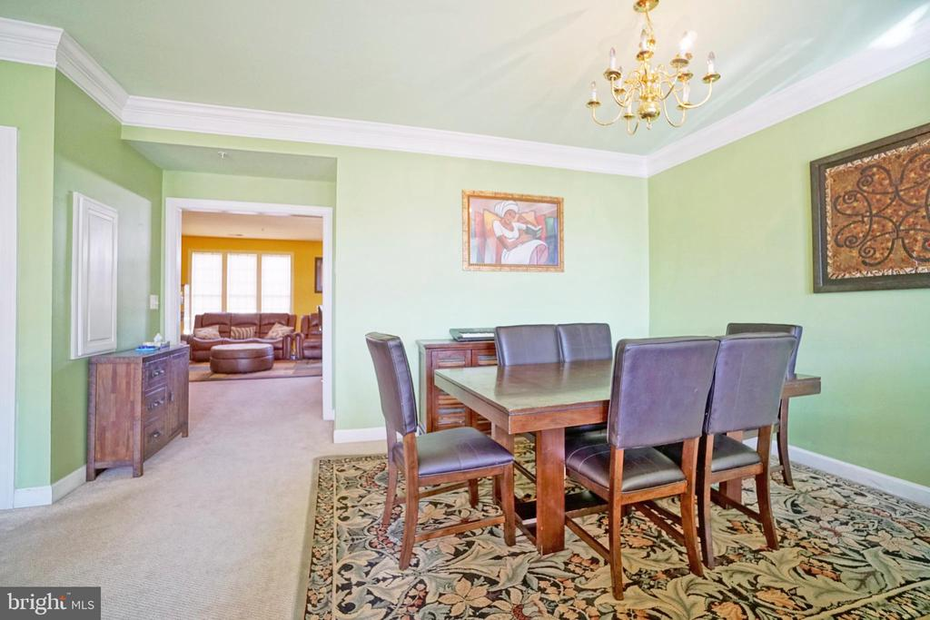 Formal dining room with crown molding - 647 WHETSTONE GLEN ST, GAITHERSBURG