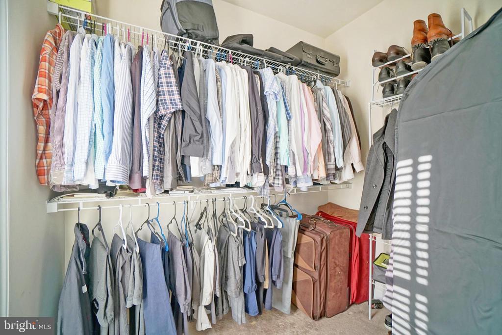 Walk in closet - 647 WHETSTONE GLEN ST, GAITHERSBURG