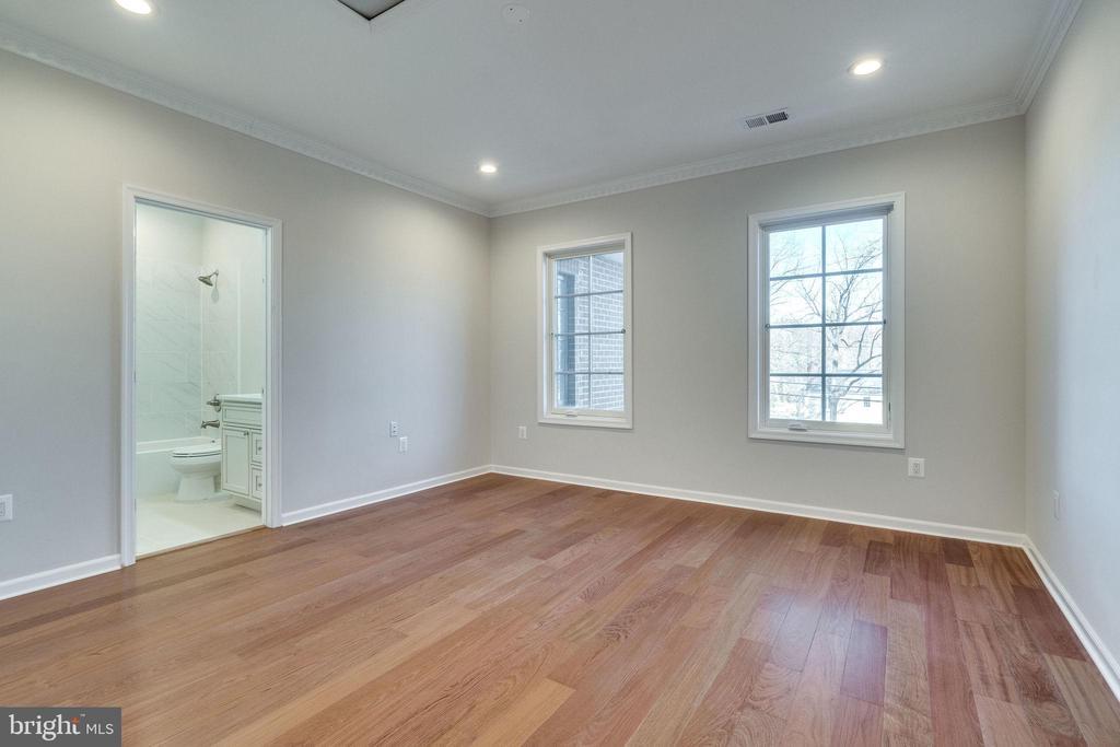 5th Bedroom w/Own Full Bath & Walk-in Closet - 2232 GREAT FALLS ST, FALLS CHURCH