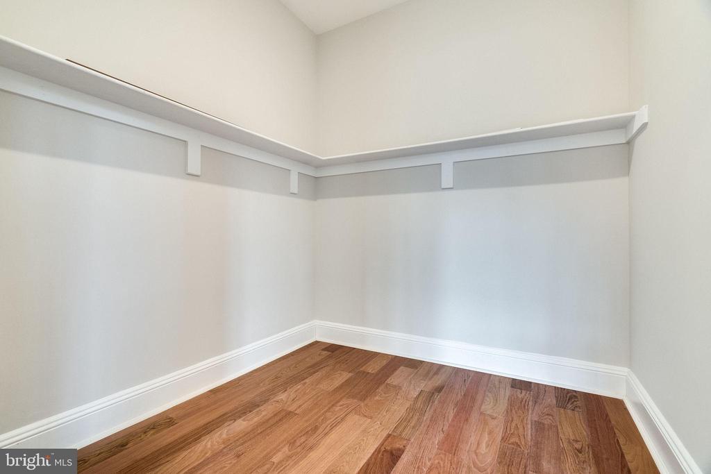 Main Level BR - 6th Bedroom w/ Walk-in Closet - 2232 GREAT FALLS ST, FALLS CHURCH