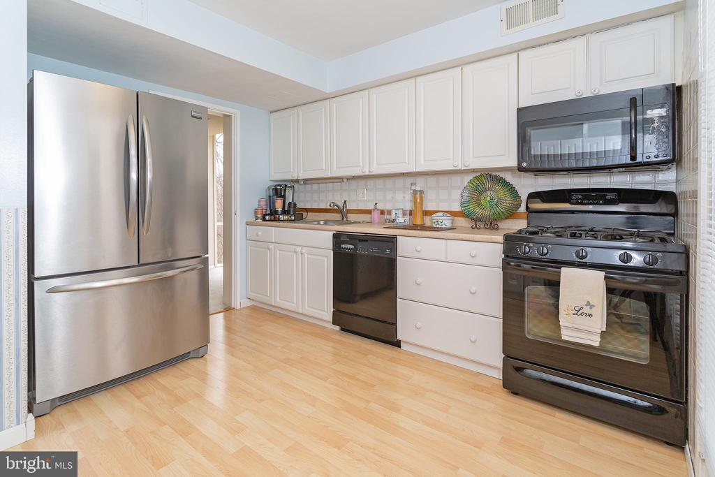 kitchen with stainless steel refrigerator - 5743 N KINGS HWY, ALEXANDRIA