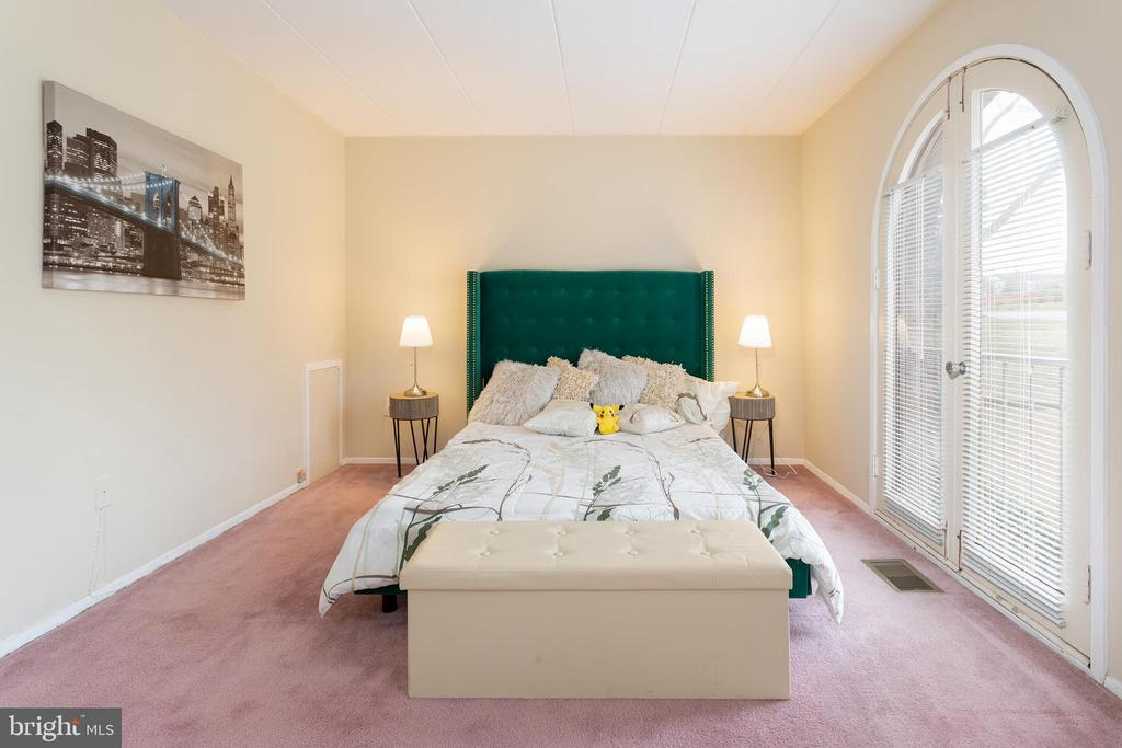 Master Bedroom with Juliet Balcony - 5743 N KINGS HWY, ALEXANDRIA