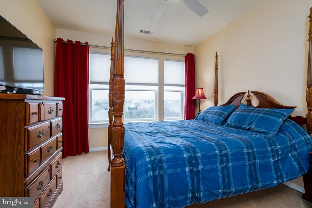 Spacious Owner's Suite - 20570 HOPE SPRING TER #401, ASHBURN