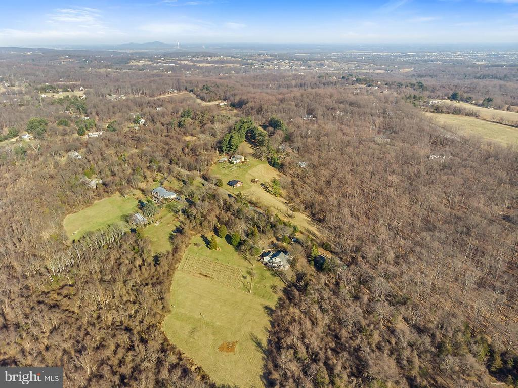 Fresh air & room to grow your dreams. - 18217 CANBY RD, LEESBURG