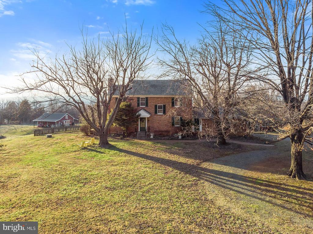Lovely set back from Canby Road. - 18217 CANBY RD, LEESBURG