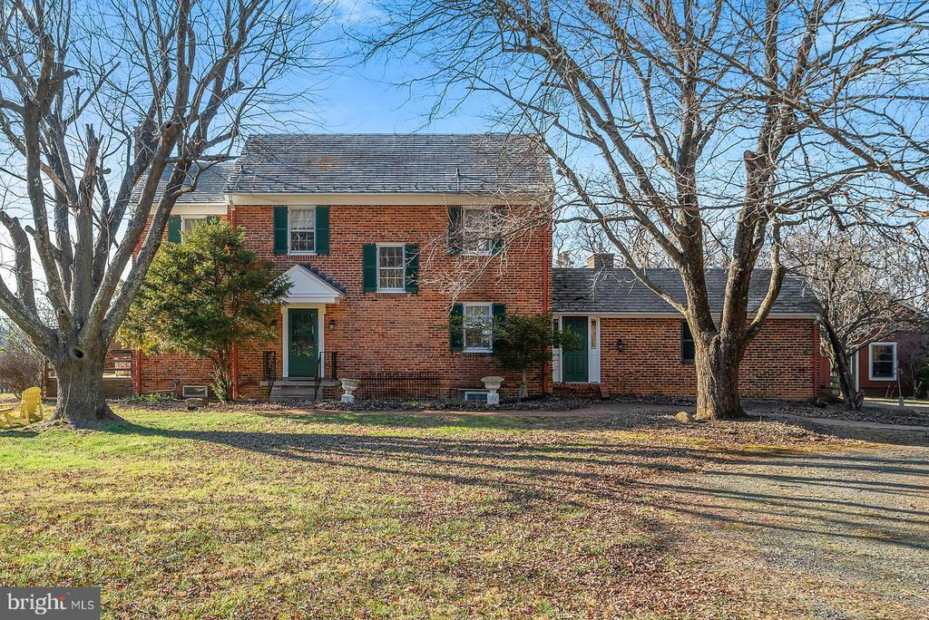 Town & Country living on 7.2 bucolic acres! - 18217 CANBY RD, LEESBURG