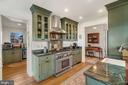 6 burner Viking, granite, farm sink, wood floors! - 18217 CANBY RD, LEESBURG