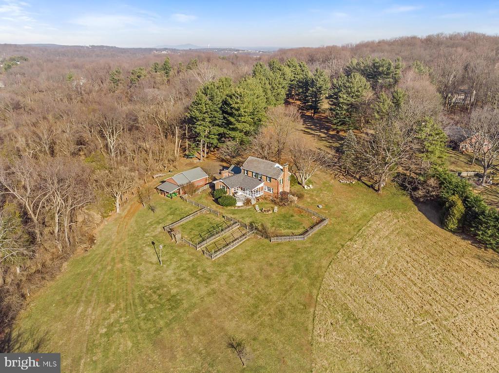 Rural life close to Leesburg & Hamilton, Virginia. - 18217 CANBY RD, LEESBURG