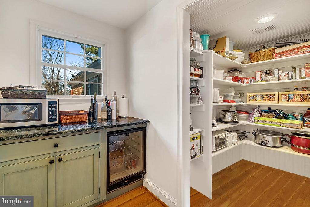 Wine fridge & chefs pantry off kitchen. - 18217 CANBY RD, LEESBURG
