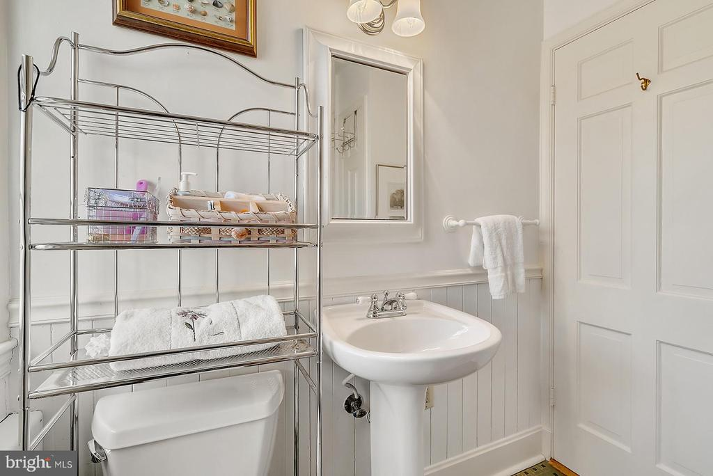 En Suite full bath off 2nd BR facing rear views. - 18217 CANBY RD, LEESBURG