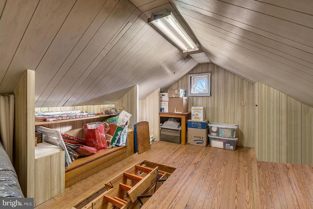 Huge walk up + pull down stair to attic storage. - 18217 CANBY RD, LEESBURG